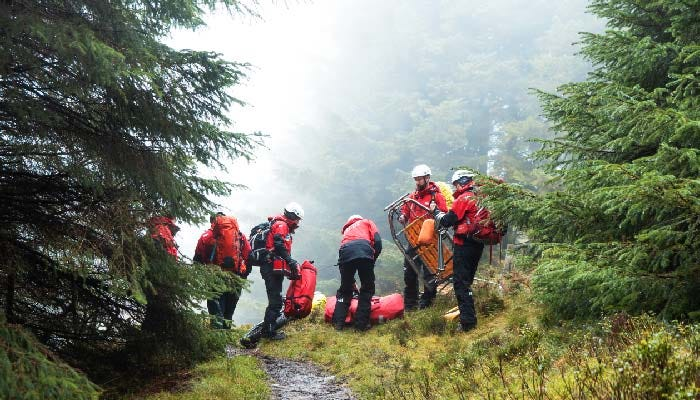 DWMRT rescuing people in the woods